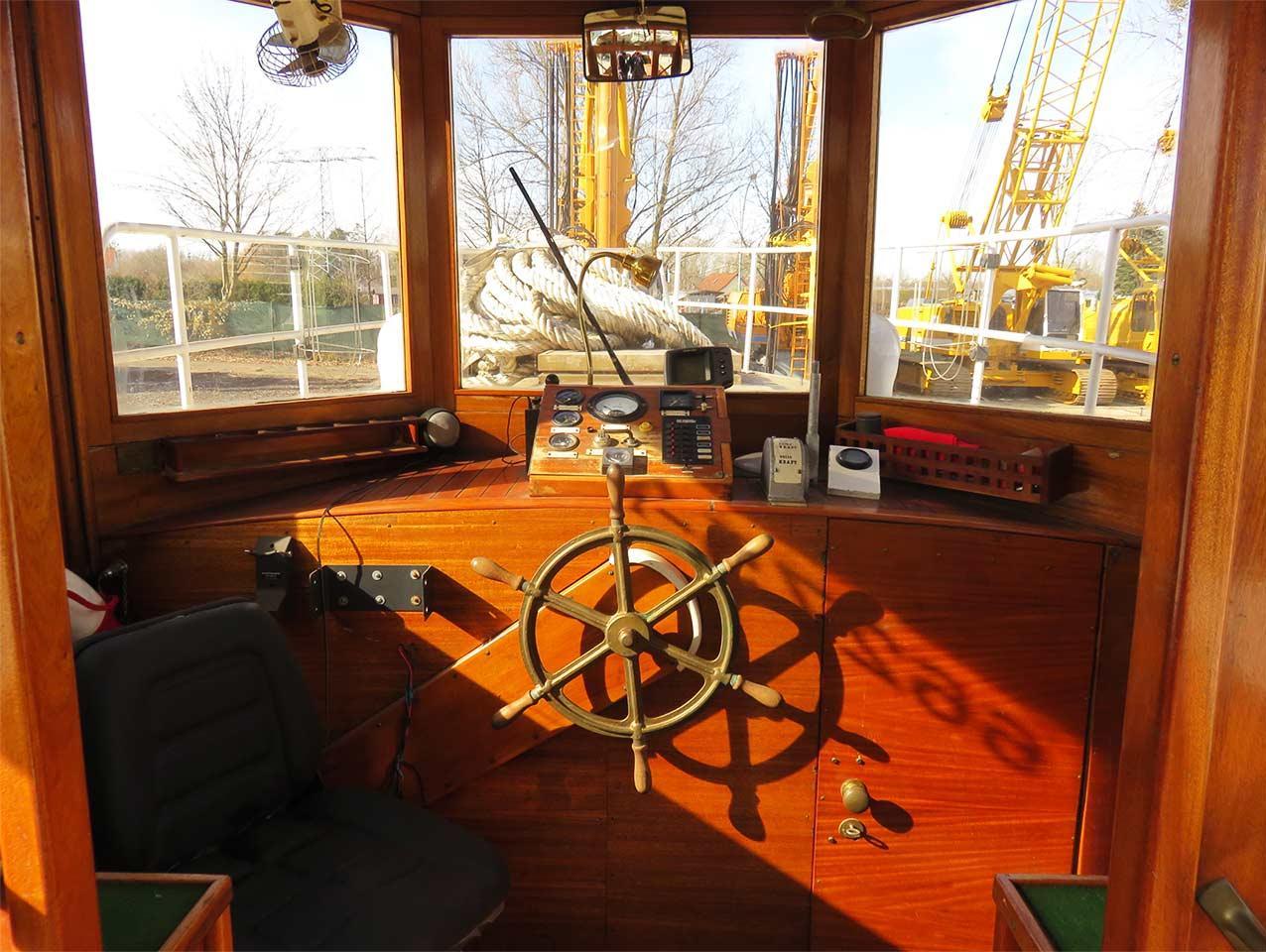 pinasse_fassmer_shipyard_wood_ship_cabin