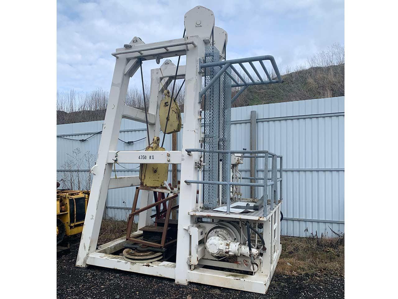 Drill pipe retraction machine