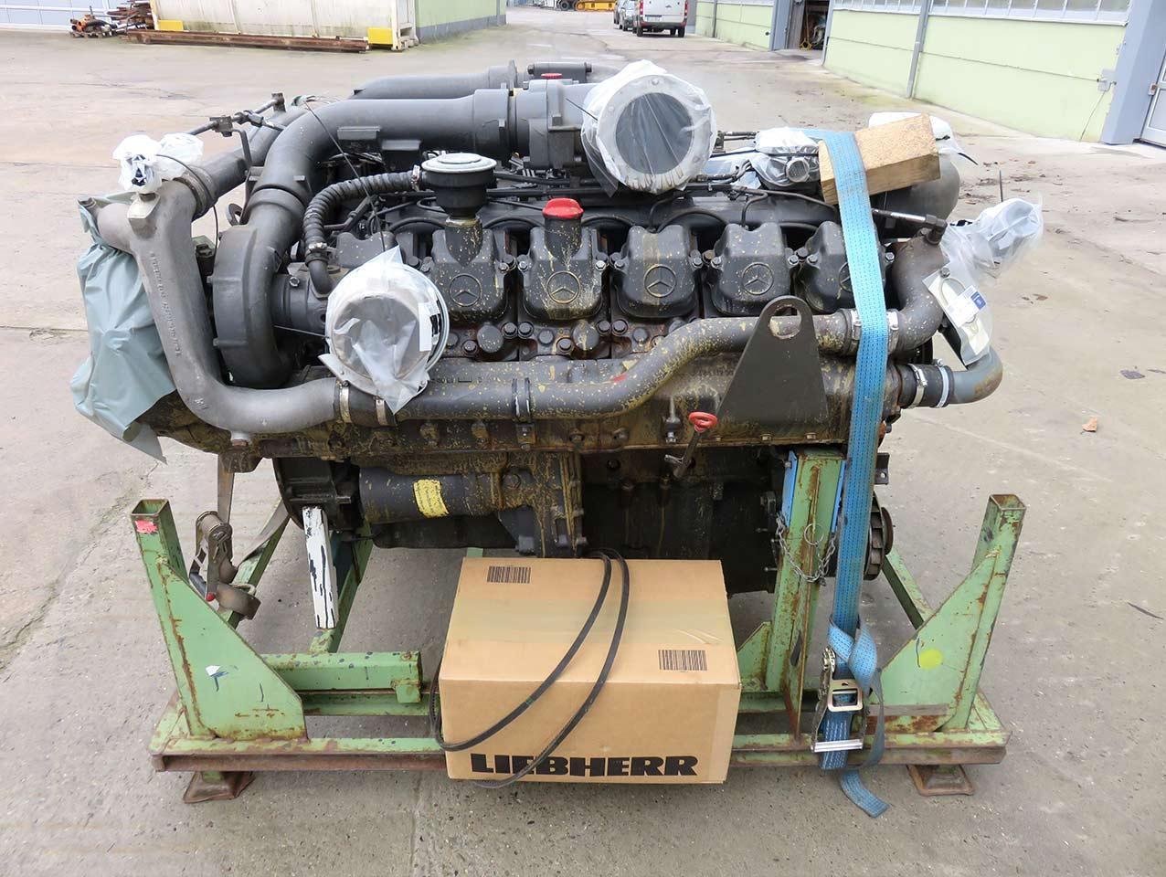 MERCEDES BENZ OM 444 LA V12 cylinder