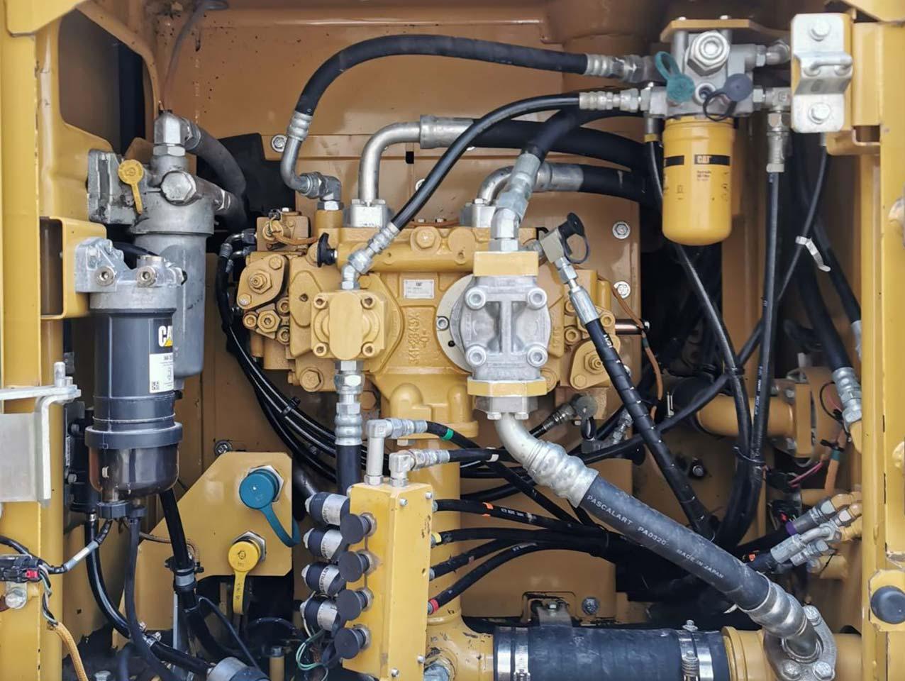 crawler excavator-caterpillar-323el engine
