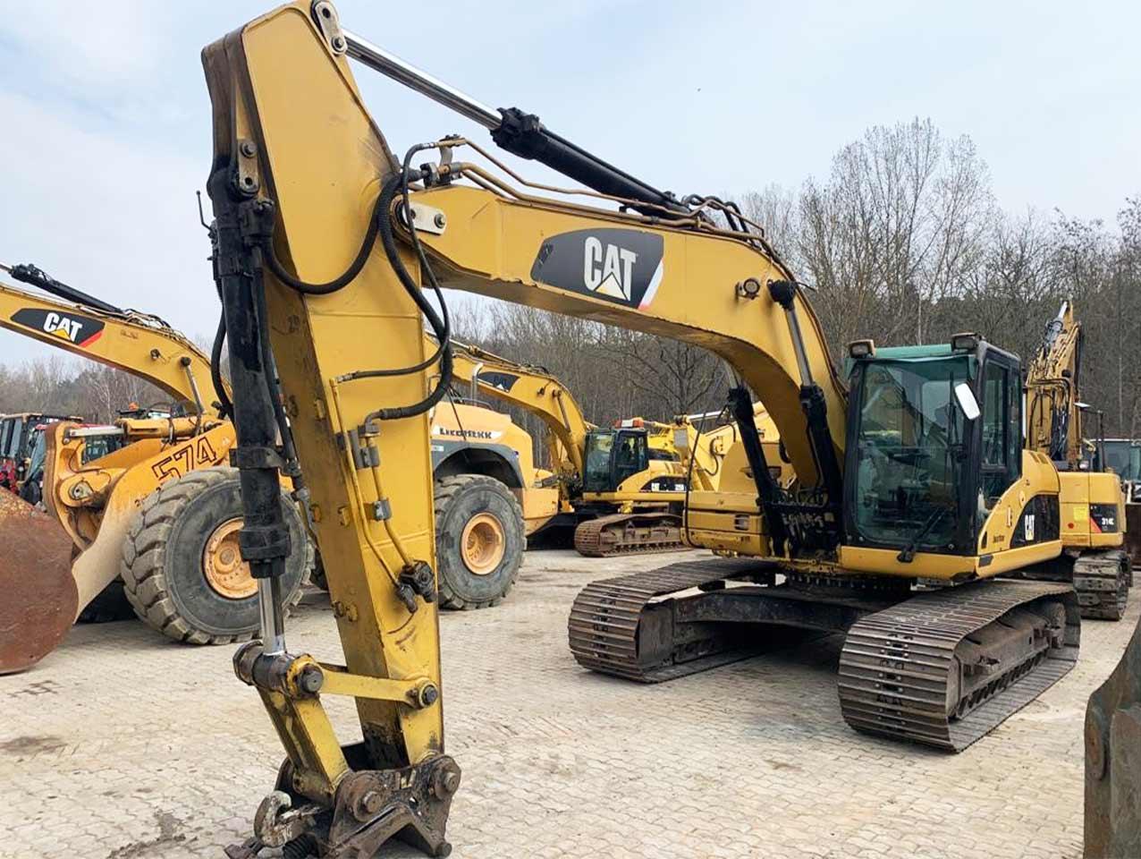 Crawler excavator CAT 323 DL front