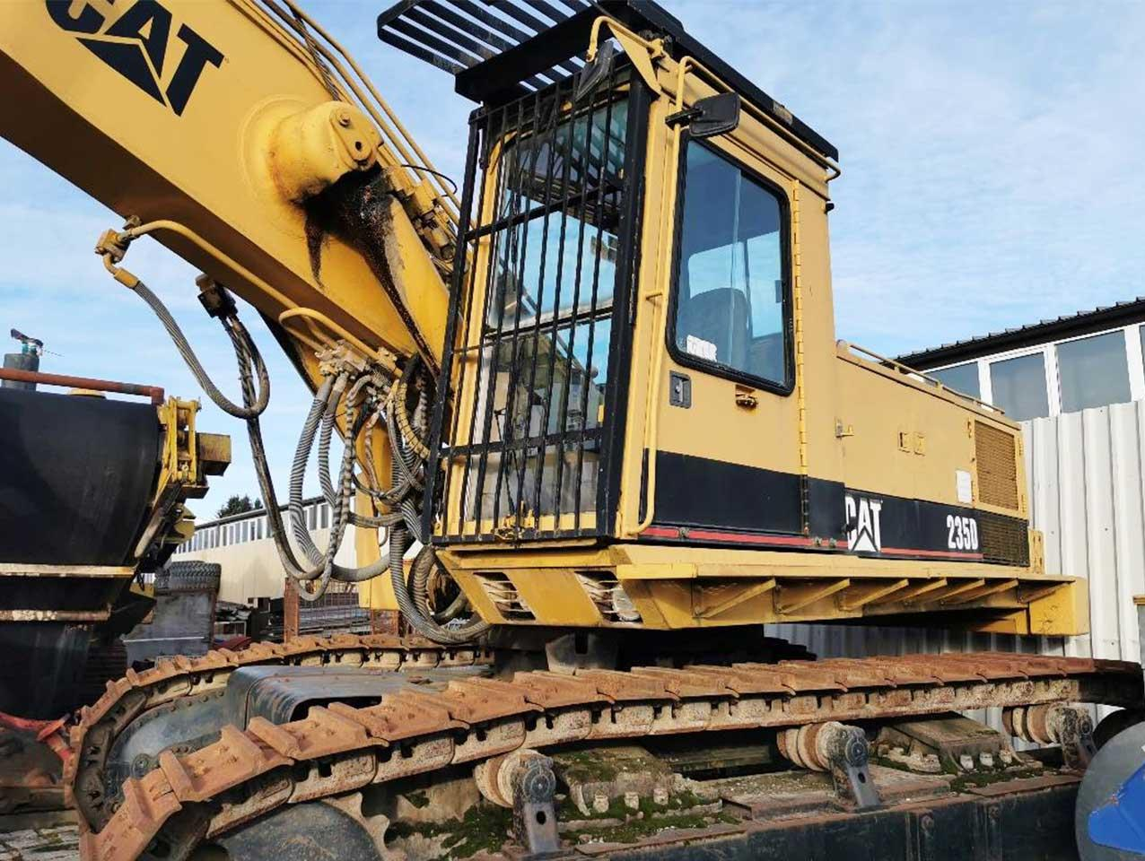 Caterpillar 235D LongFront – Excavator with Extra